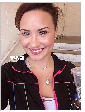 *  09.04.2014 : Demi a abandonné les cheveux roses pour redevenir brune !     *