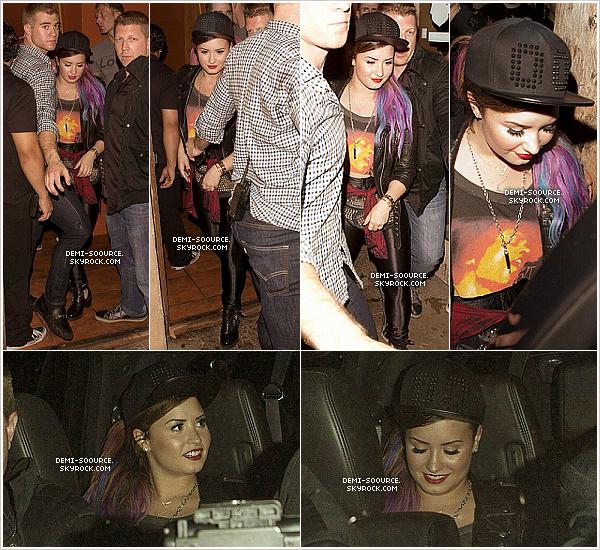 *  12.04.2014 : Demi a réalisé un photoshoot pour le magazine Seventeen.    __________________(Elle porte des extensions à clips; elle est toujours brune !)  *