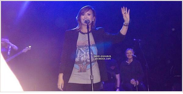 *  22.04.2014 : Demi a donné une conférence de presse dans l'après-midi. (Sao Paulo)   Elle a fait la promotion de la version deluxe de son album DEMI, tout juste sortie au Brésil.     *