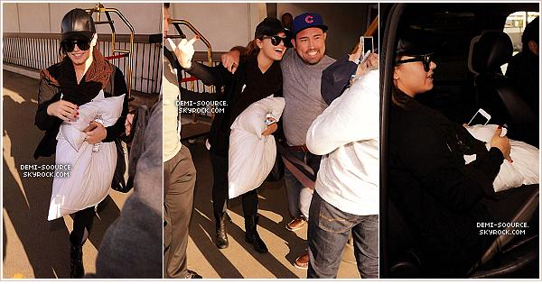 *  11.05.2014 : Demi a atteri à l'aéroport de Los Angeles, revenant de sa tournée.      *
