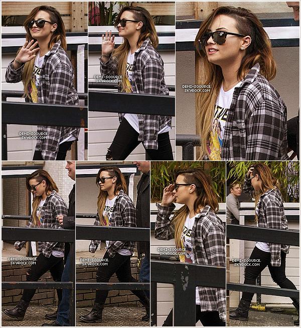 *  28.05.2014 : Demi a été vue quittant son hôtel pour se rendre aux studios ITV. (Londres) *