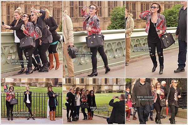 *  29.05.2014 : Demi a rencontré des fans dans l'après-midi, à Londres. (Angleterre) *