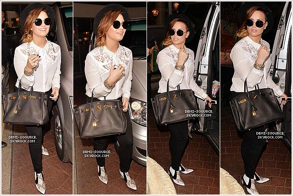 *  30.05.2014 : Demi a été vue quittant son hôtel, ce matin à Londres. (Angleterre) *