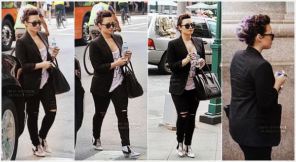 *Le 27 juin 2014, Demi s'est rendue à la gay pride pour y donner un discours. (NY)   *