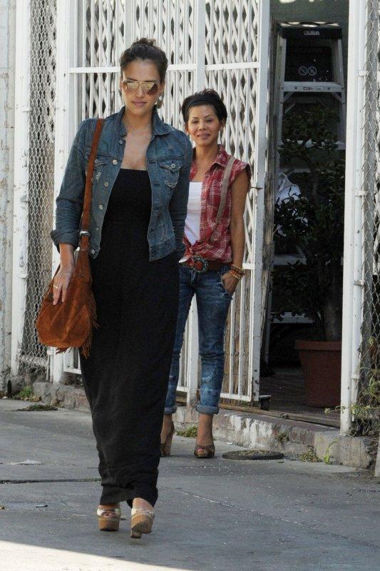 Jessica Alba se rendant  à un salon de manucure à LA le 9 septembre .