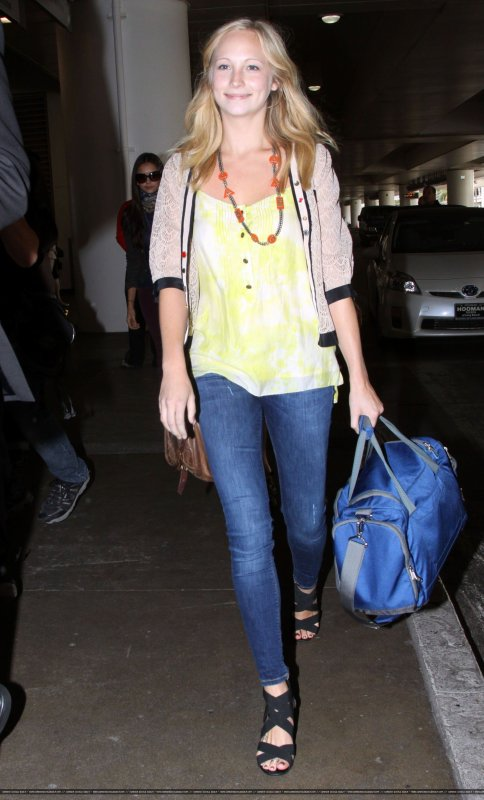 Le 10 septembre Candice Accola était à l'aéroport de LAX avec ses co-stars .