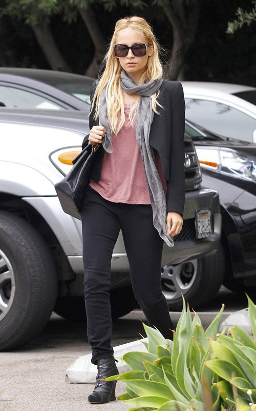 Nicole Richie de sortie à West Hollywoood .
