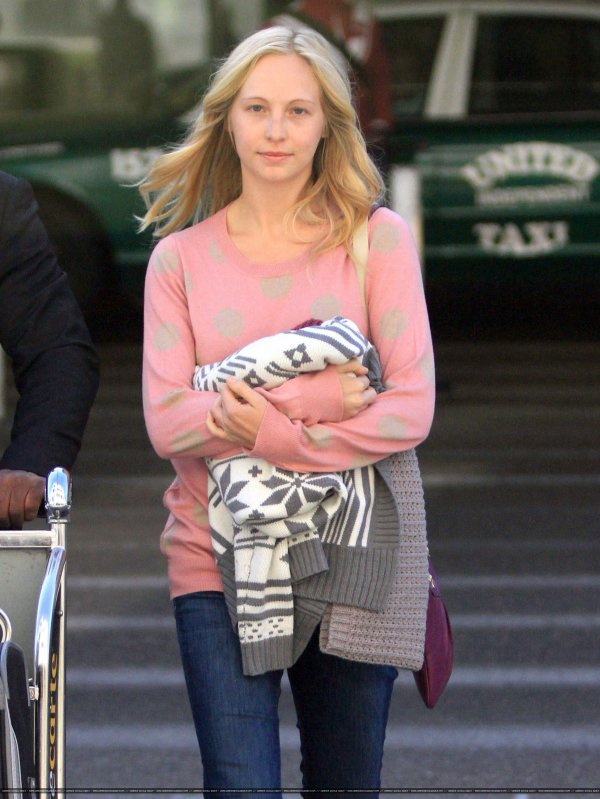 Candice Accola au naturelle à LAX.