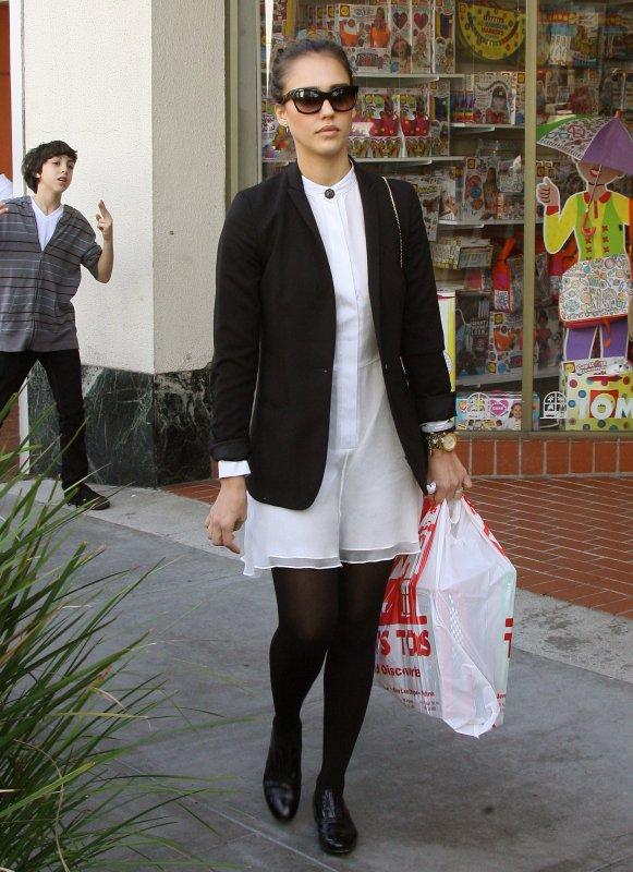 Jessica Alba de sortie le 18 décembre .