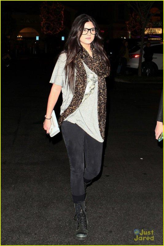 Kylie et Kendall Jenner allant au cinéma le 29 décembre .