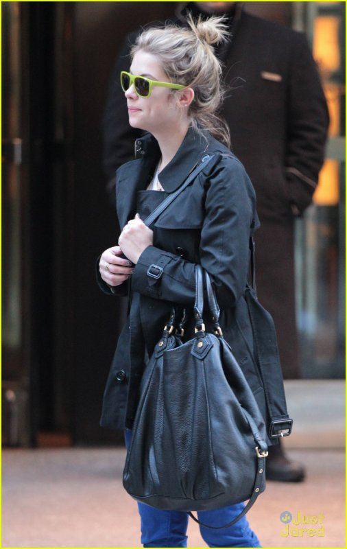 Ashley Benson de sortie le 1er janvier .