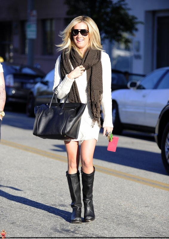 Ashley Tisdale de sortie .