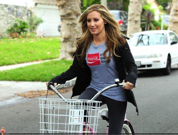 Ashley Tisdale de sortie .