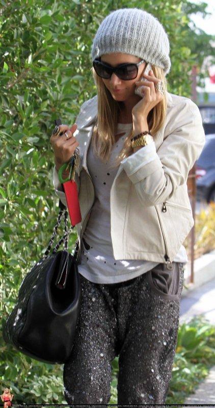 Ashley Tisdale de sortie à West Hollywood le 19 janvier .