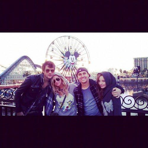 Photos du twitter/instagram d'Ashley Tisdale .