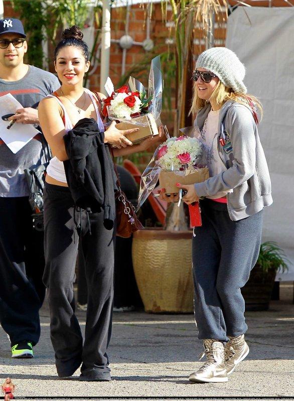 """Ashley Tisdale et Vanessa Hudgens quittant le """" Millennium Dance Studio """" + Ash à l'avant première du dernier film de V' : Journey 2: The Mysterious Island ."""
