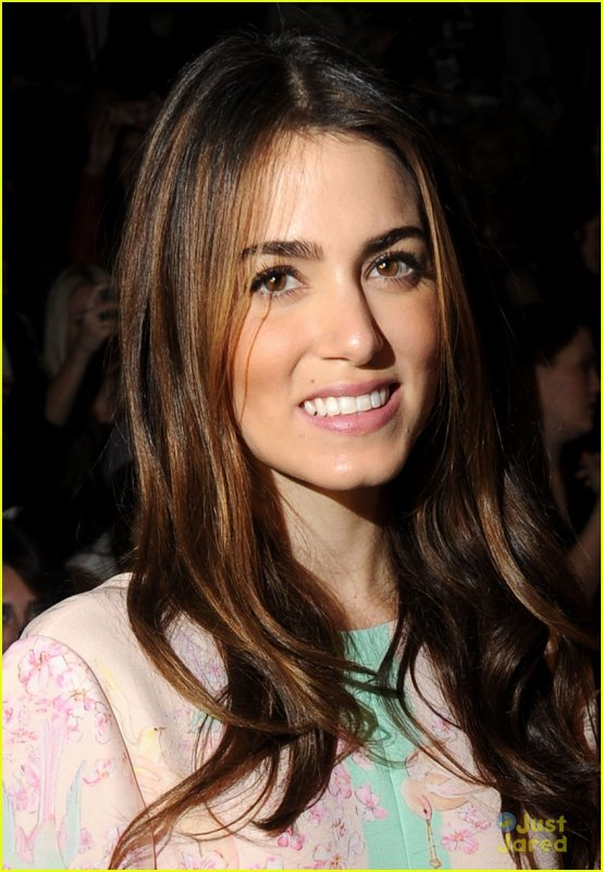 Nikki Reed à la Mercedes-Benz Fashion Week .