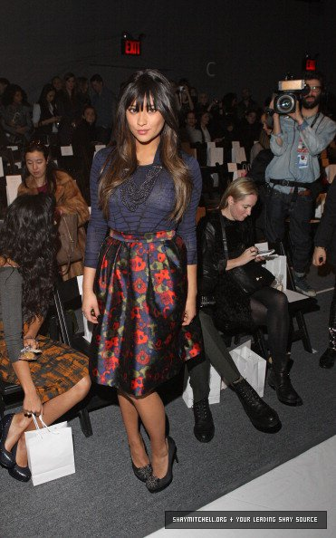 Shay Mitchell à la Mercedes-Benz Fashion Week .