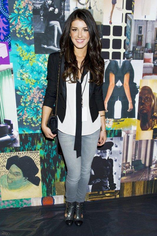 Shenae Grimes était à la Mercedes-Benz Fashion Week .