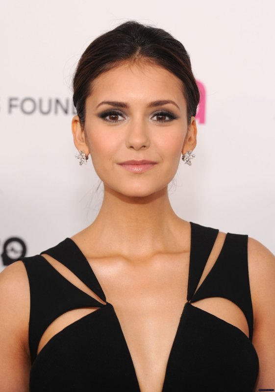 Nina Dobrev était présente à la 20th Annual Elton John AIDS Foundation Academy Awards Party