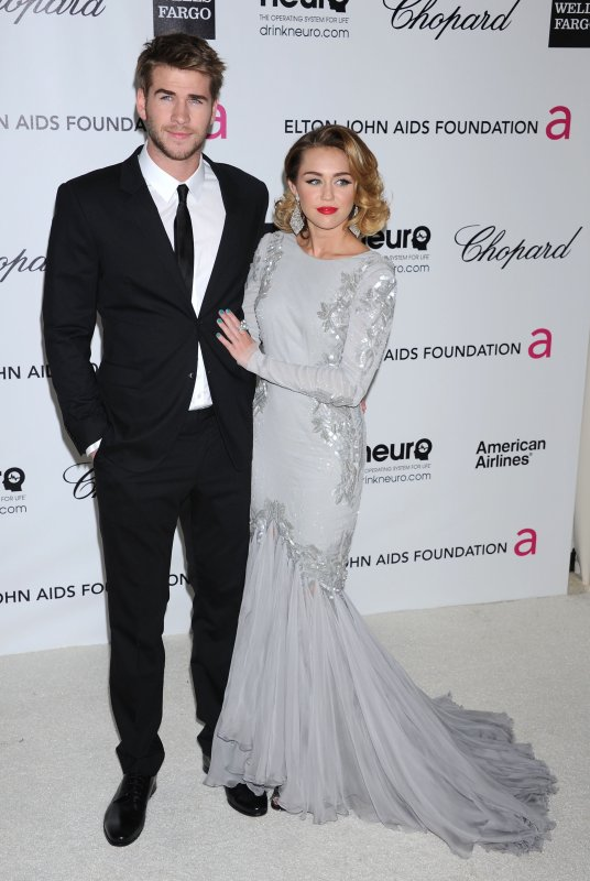 Miley Cyrus et Vanessa Hudgens étaient présente à la 20th Annual Elton John AIDS Foundation Academy Awards Party
