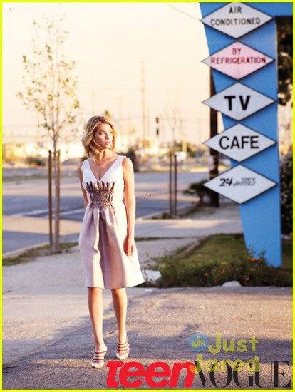 Ashley Benson pose pour Teen Vogue.