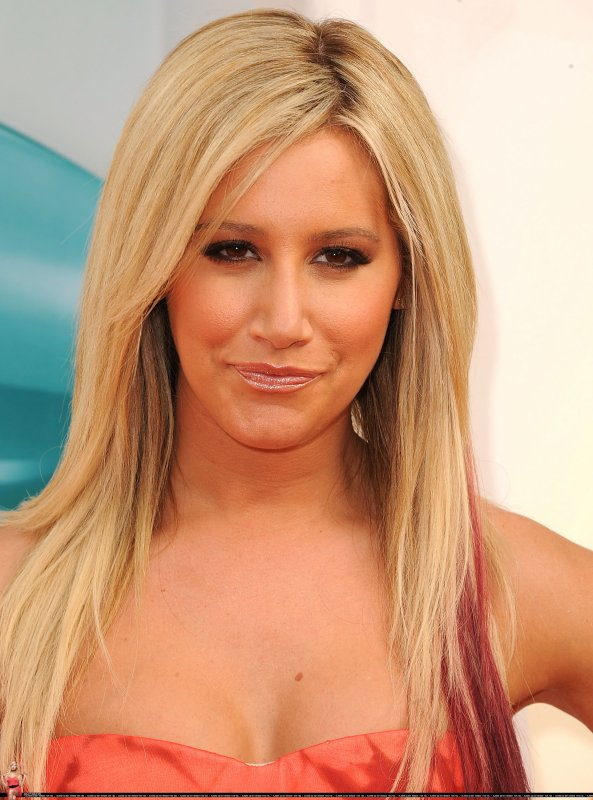 Ashley Tisdale - Nickelodeon's 25th Annual Kids Choice Awards