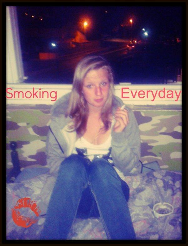 Je fume, sa vous dérange ? Non mais Allo !! Je fais se que je veux.