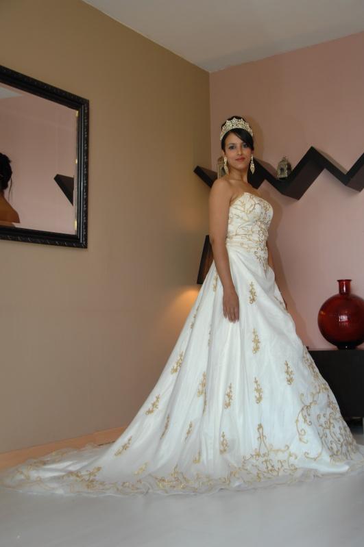 robe princesse blanche et or organisateur de mariage prestiges d 39 orient. Black Bedroom Furniture Sets. Home Design Ideas