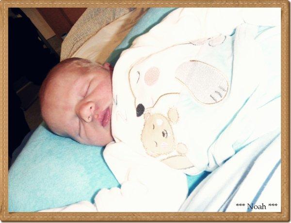 tu es un bébé  facile à vivre, mais maman à peur  et panique vite , tu es tres calme et dors énormement