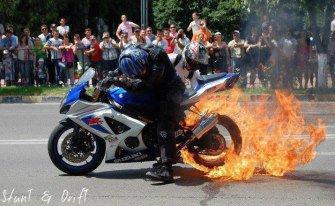 Enorme Burn avec une GSXR 1000