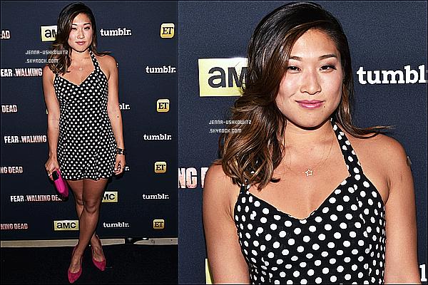 * 10/07/15 : Jenna Ushkowitz était au Comic-Con de « AMC, ET And Tumblr's Fear The Walking Dead ». C'est dommage que seulement deux photos sont disponibles. En tout cas Jenna était ravissante. Sa robe est très jolie et j'aime bien sa coiffure. Top  *