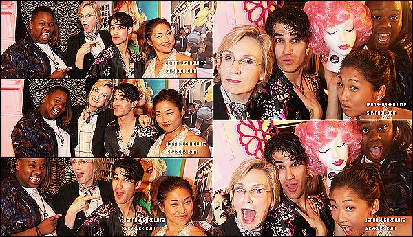 * 10/06/15 : Jenna est allée voir la comédie musicale « Hedwig And The Angry Inch » qui se jouait à Broadway. Jenna a rendu visite à Darren Criss dans les backstages avec Jane Lynch et Alex Newell. Ils ont l'air de bien s'amuser et j'adore les photos. Un Top.  *
