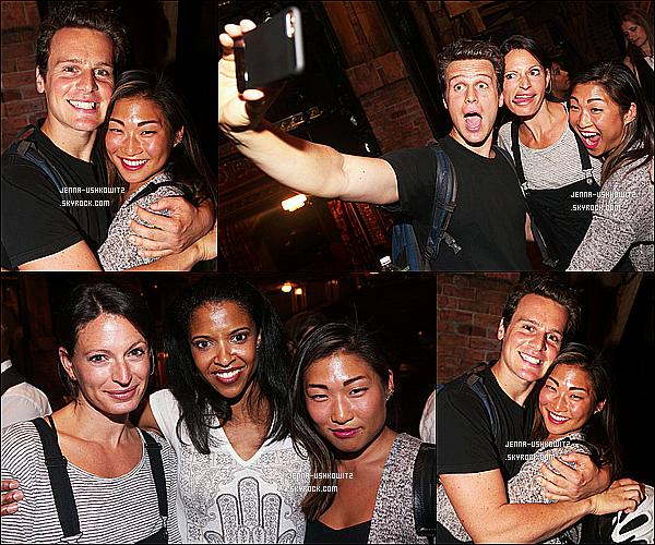 * 20/08/15 : Jenna Ushkowitz est allée voir la comédie musicale appelée « Hamilton » - qui se joue à Broadway. Jenna s'est rendue dans les backstages de cette comédie musicale pour rendre visite à Jonathan Groff, son ancien co-star de la série Glee - Un Top !  *