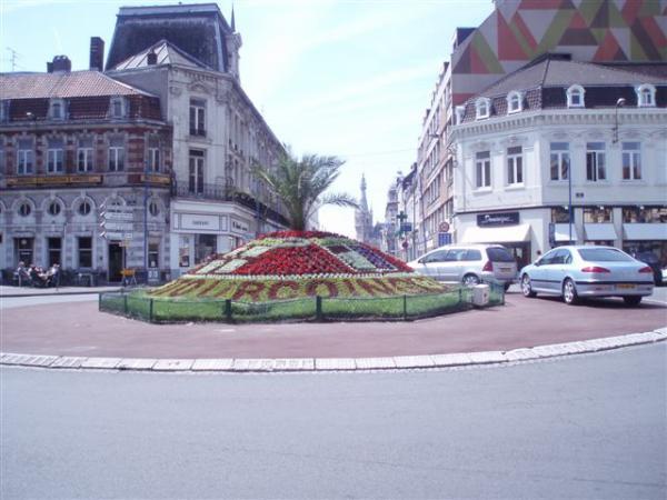 Rond point  face à la  Mairie