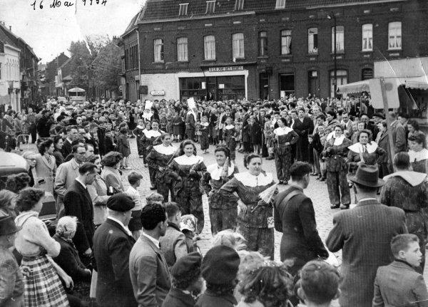 Place de la Croix Rouge16 mai 1954