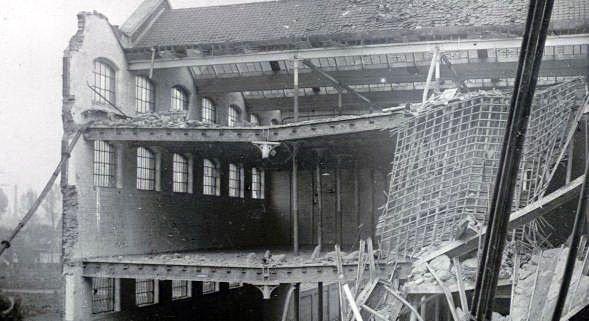 Le tissage de laine Six à Tourcoing bombardé par les Allemands lors de leur retraite en 1918. Bibliothèque de Documentation Internationale Contemporaine Guerre 14-18