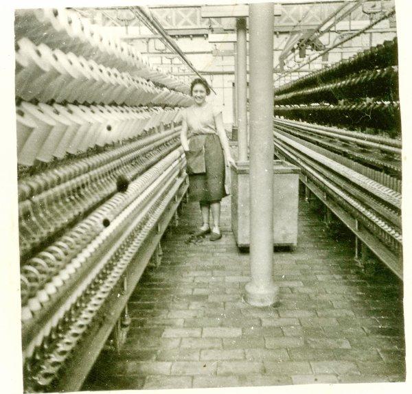 les continus à retordre de l'usine Alphonse Pollet , avenue Lafayette.micheline smit au travail