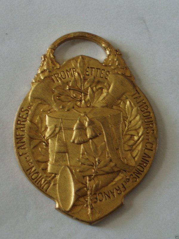 diverses medailles et pins de tourcoing 1