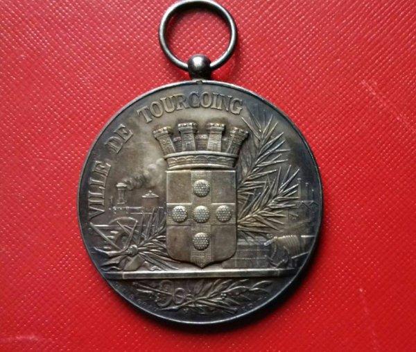 diverses medailles et pins de tourcoing 2
