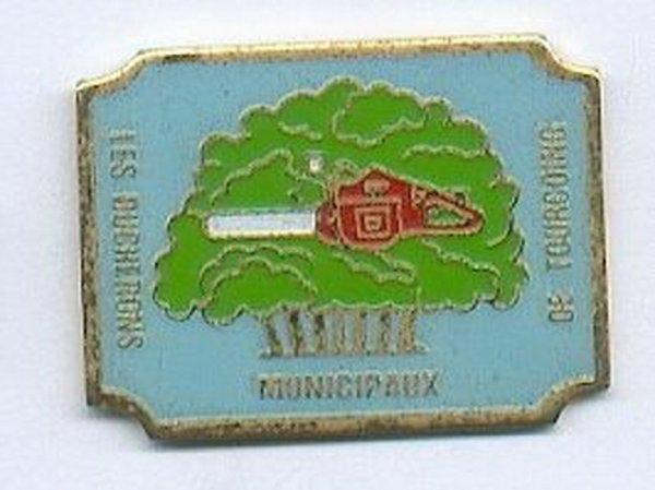 diverses medailles et pins de tourcoing 3