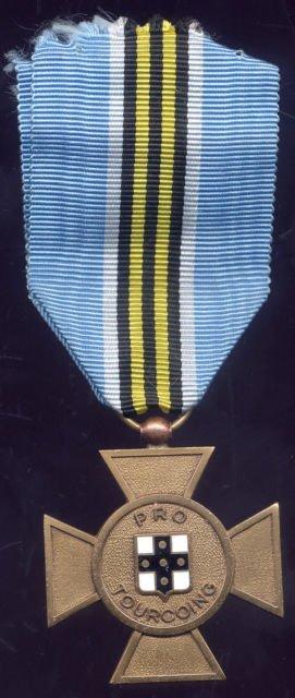 diverses medailles et pins de tourcoing 4