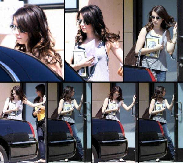 Le 30 aout Emma allant et sortant d'un studio a Hollywood