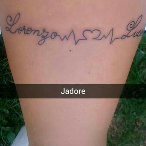 Mais filles mais fils et moi et mon tatouage