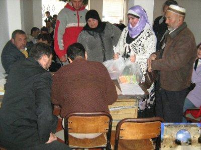 توزيع المساعدات للمحتاجين