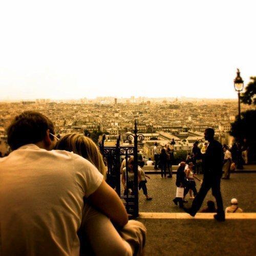 L'amour, ce n'est pas se regarder l'un l'autre, c'est regarder ensemble dans la même direction ~ Antoine de Saint-Exupéry ~
