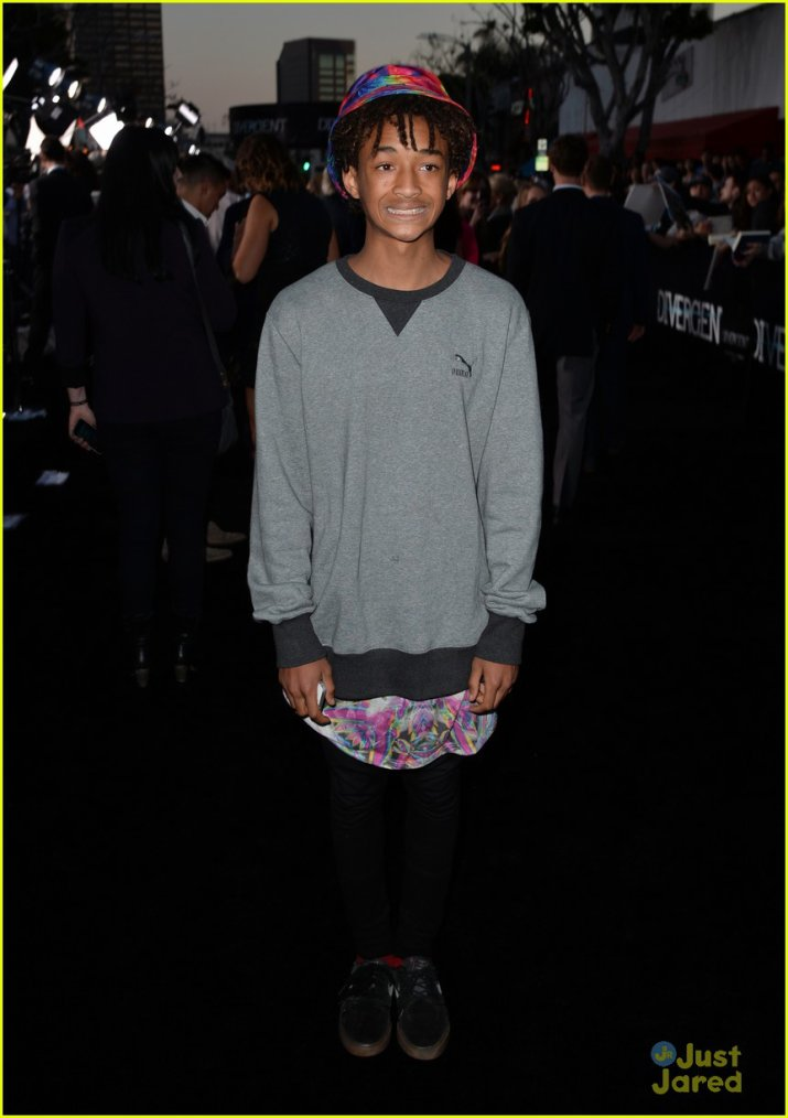 Jaden smith a été apperçut a l'avant première de Moonwalk His Way To The Divergent