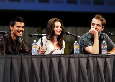 The Twilight Saga: [ Taylor Lautner, Kristen Stewart and Robert Pattinson ]