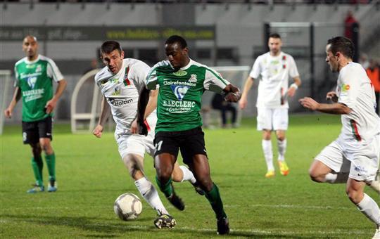 Youssouf Touré buteur contre Créteil          (les joueurs sont sympas il viennent me serrer la main avant d'aller s'échauffer)