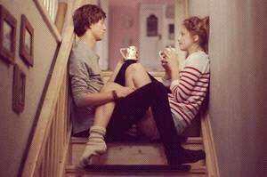 Une fille jalouse va hurler, pleurer, frapper. Un garçon jaloux lui se tait. Jusqu'à ce qu'il chope l'objet de sa jalousie & le démonte .